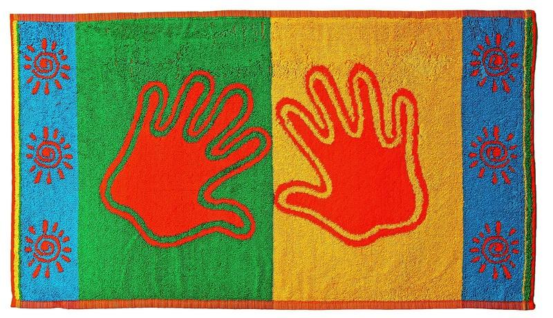 Махровое полотенце с двумя ладошками